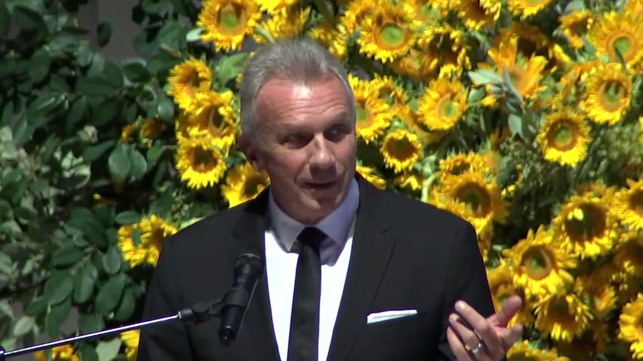 VIDEO: Joe Montana remembers Dwight Clark at memorial