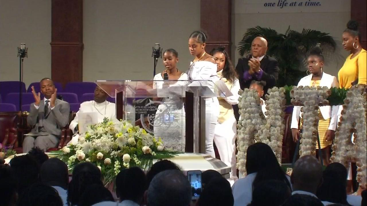 Nia Wilsons family members stand on stage at her funeral in Oakland, Calif. on Friday, Aug. 3, 2018.