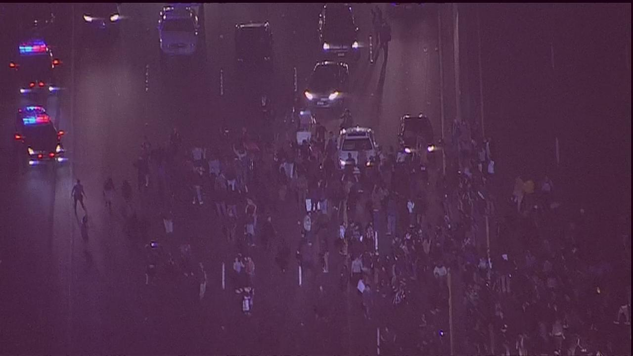 RAW VIDEO: Protesters in Berkeley shut down I-80