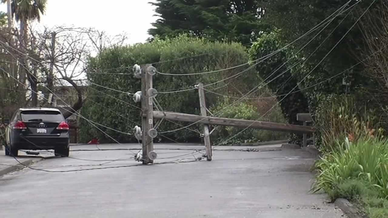 A power pole that was knocked down in strong winds on Woodward Avenue in Sausalito left more than a thousand customers in the dark.