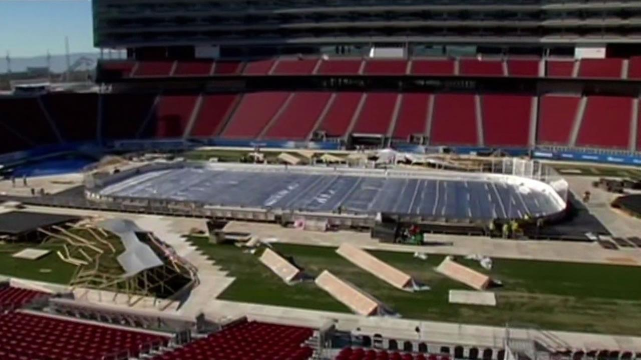 Crews are installing an outdoor hockey rink at Levis Stadium for Saturday nights game between the San Jose Sharks and Los Angeles Kings