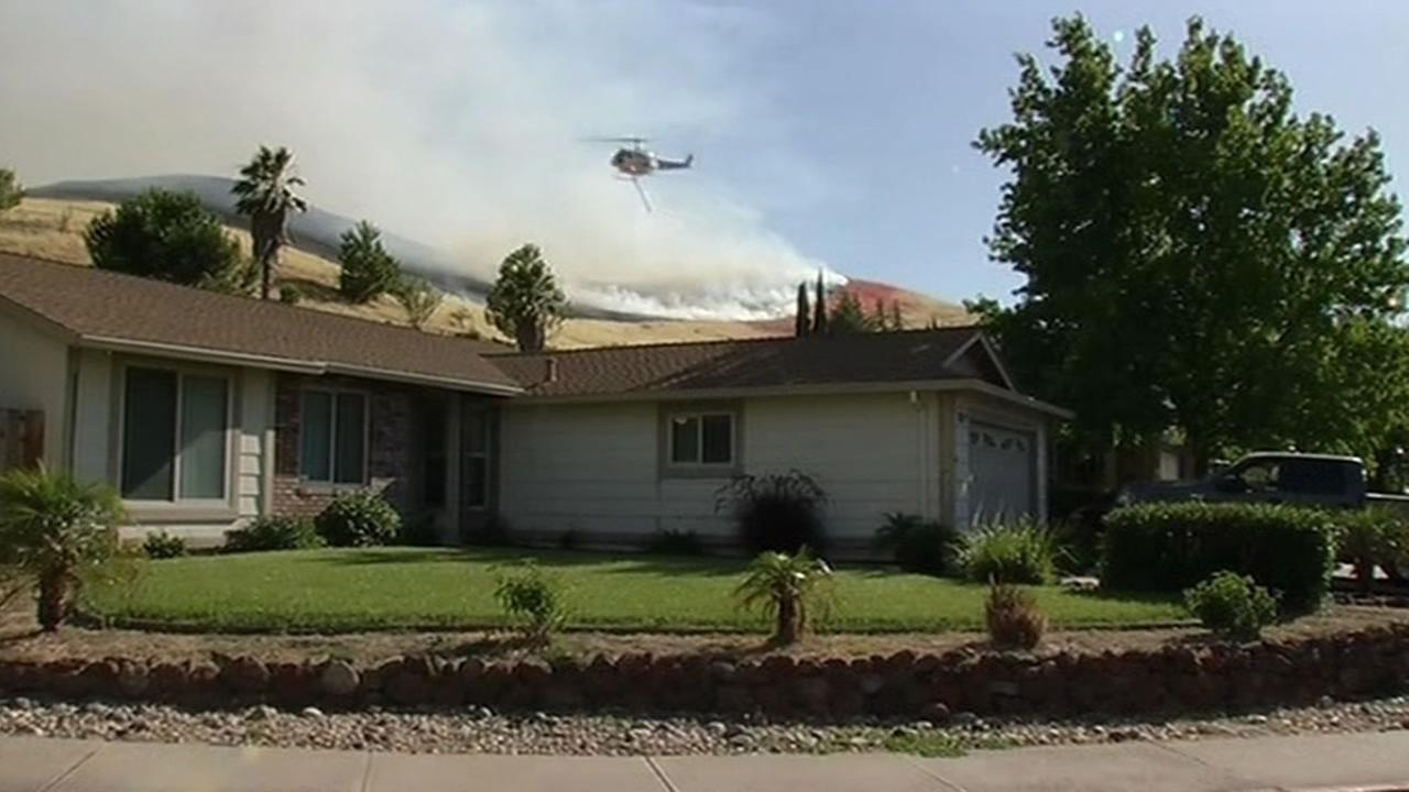 Antioch fire comes close to homes
