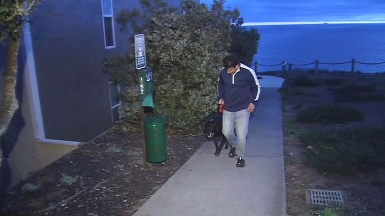 Jerry Hirsch walks his dog in Pacifica