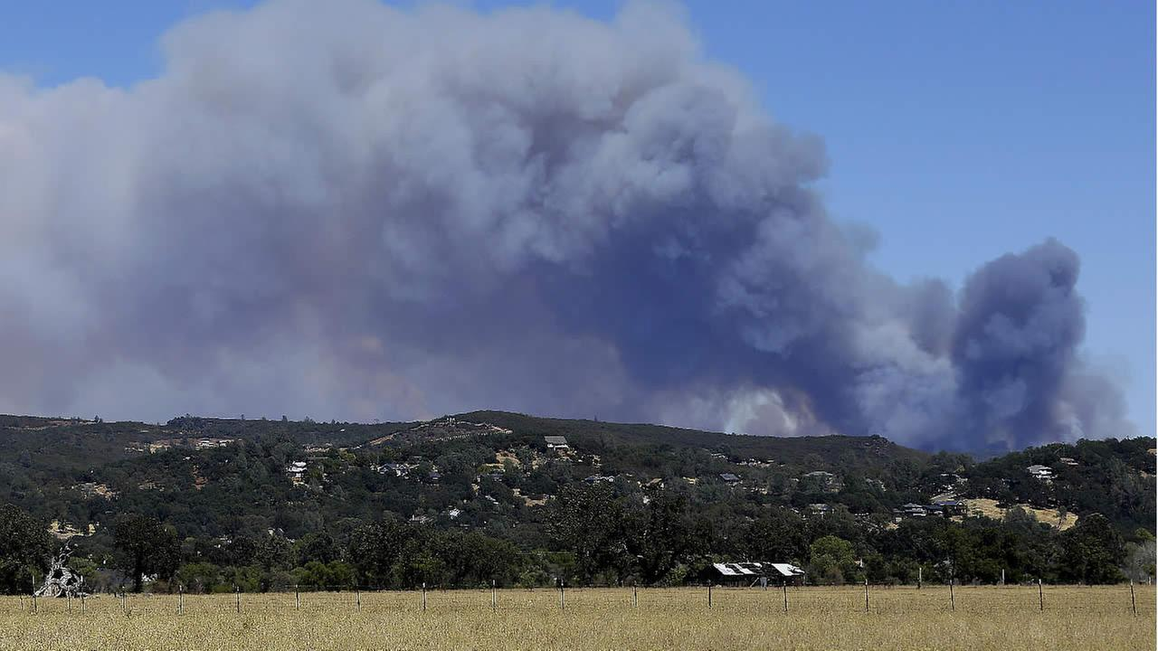 Smoke from the Jerusalem fire rises near Middletown, Calif., Wednesday, Aug. 12, 2015. (AP Photo/Jeff Chiu)