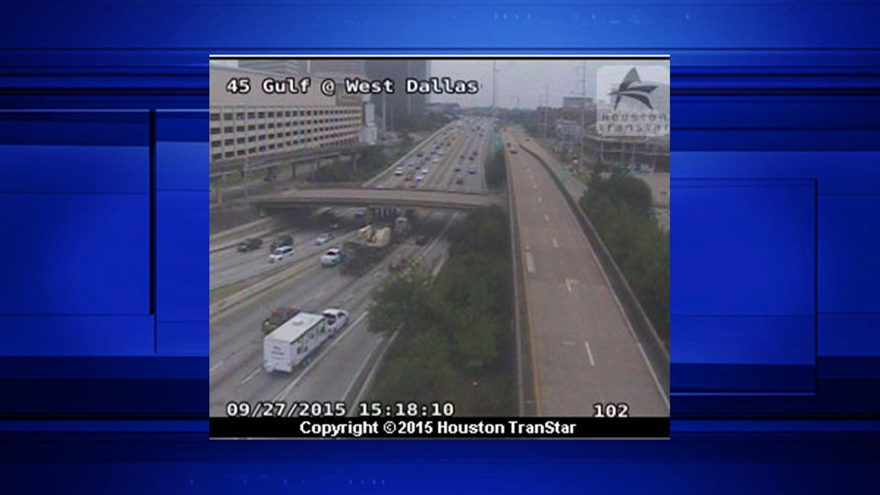 Slow traffic on SB lanes of I-45 at Dallas due to stalled big rig