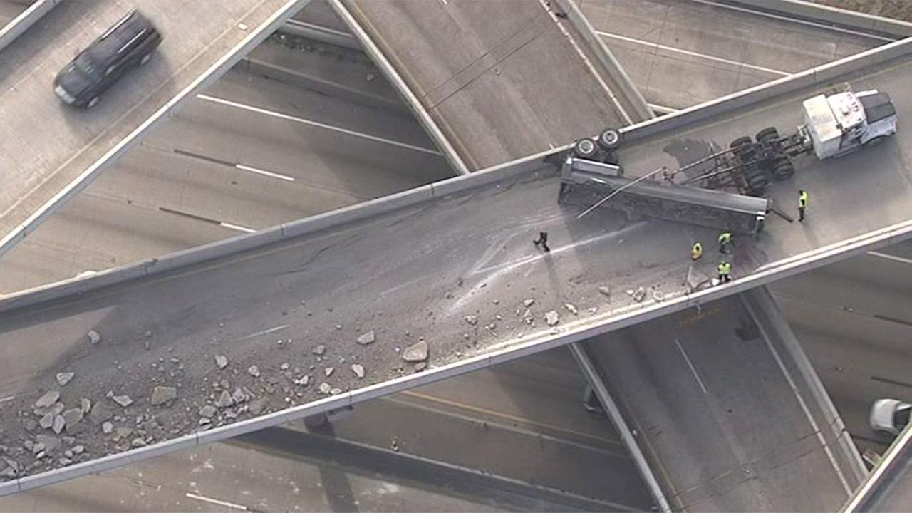 Truck driver loses control, shutting down Southwest Freeway for hours