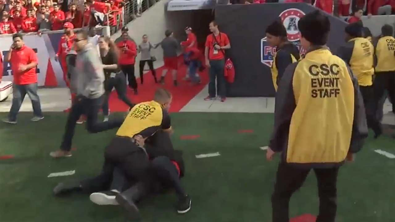 Fans tackled by security guards after Cougars football game