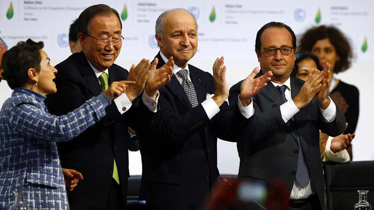 French President Hollande, right, French Foreign Minister and president of the COP21 Fabius, second, right, UN climate chief Figueres and UN Secretary General Ban ki-Moon