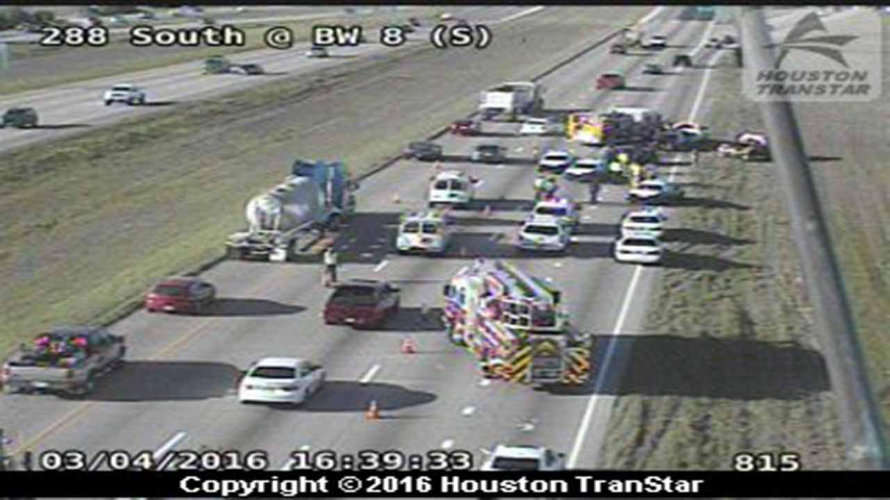 Two vehicle accident shuts down three mainlanes on 288 NB before Sam Houston Tollway