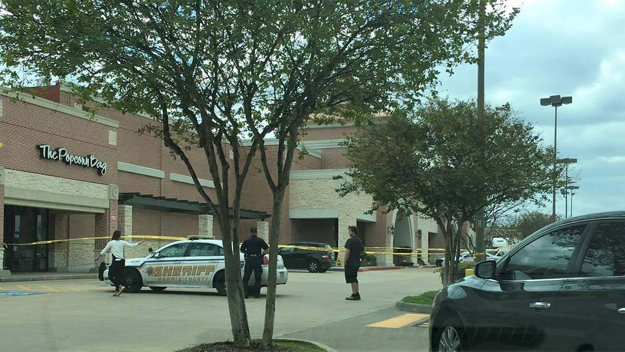 Bomb squad called out for 'hoax device' at grocery store