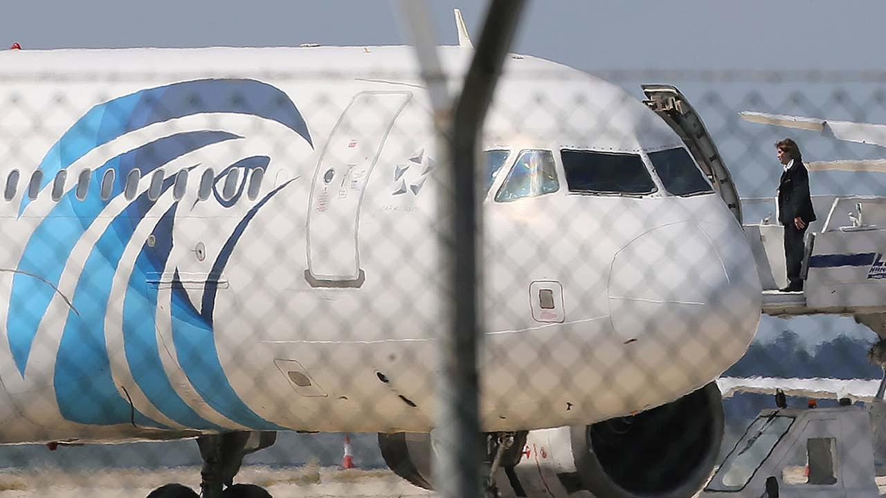 Egypt Air says flight from Paris to Cairo has gone missing from radar