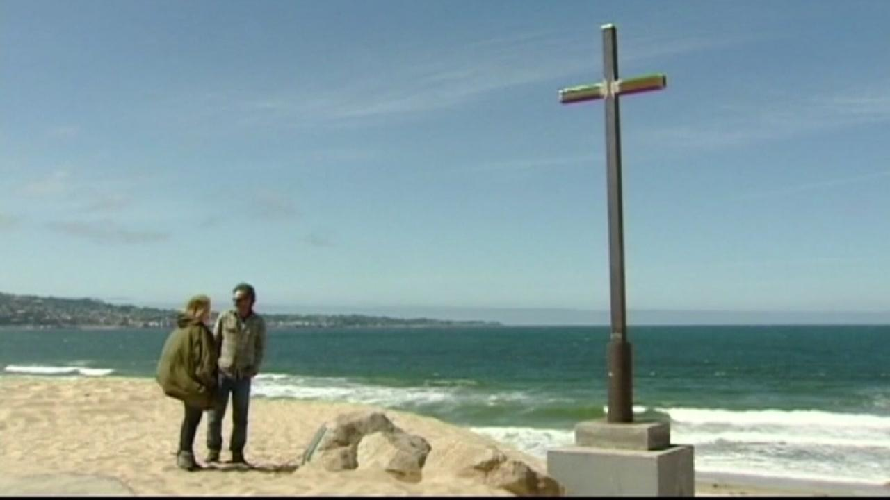 Residents upset after cross mysteriously vanishes from beach