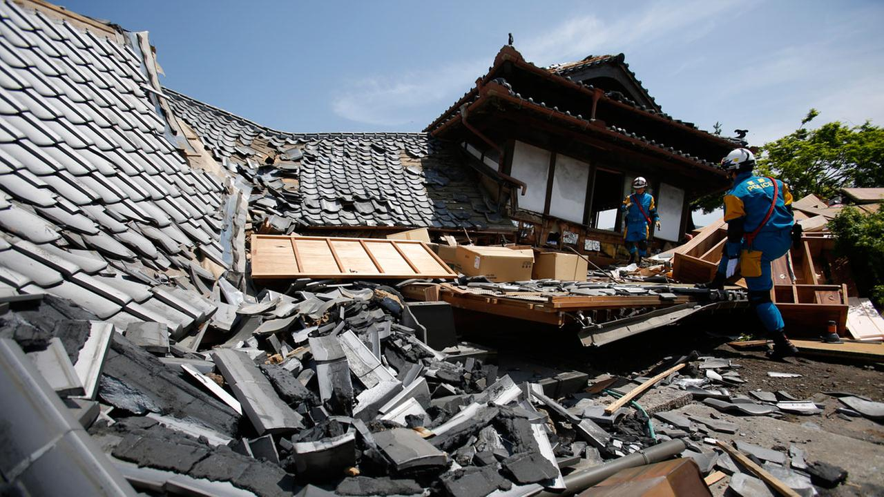 2ND STRONG QUAKE HITS SOUTHERN JAPAN; SOME REPORTED TRAPPED