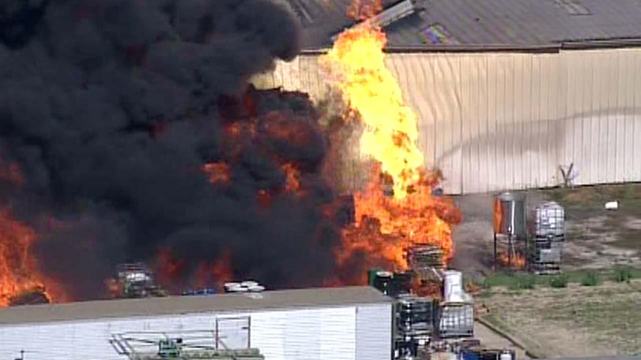 Massive 4-alarm fire destroys Houston warehouse
