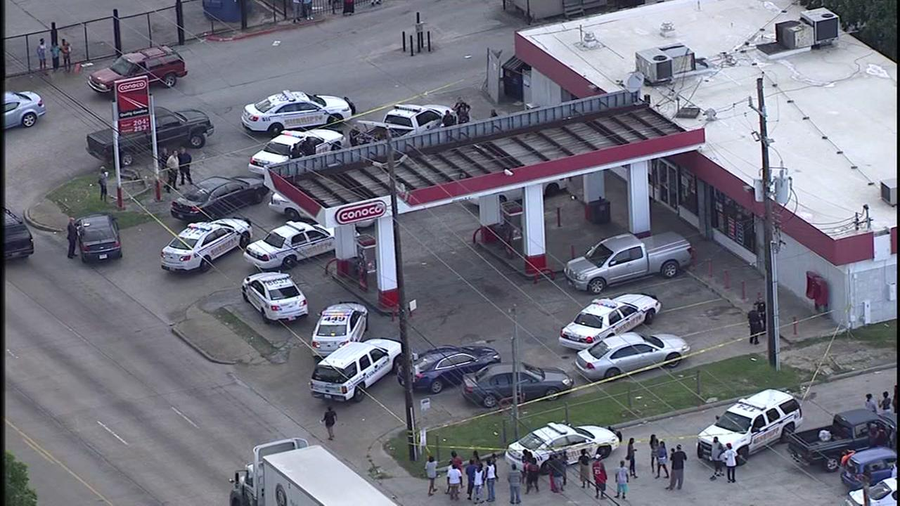 1 dead after shooting at gas station in northwest Harris Co.