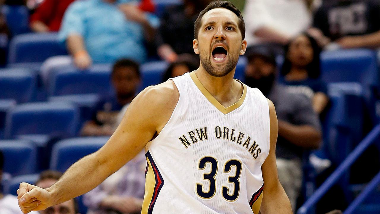 Ryan Anderson (33) reacts after sinking a 3-point basket in the first half of an NBA basketball game against the Utah Jazz.