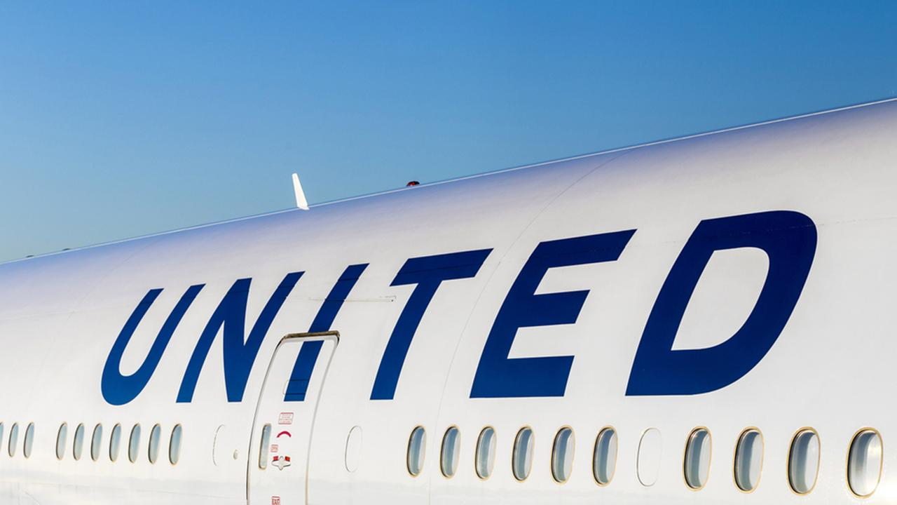 United flight headed to Seattle diverted to O'Hare for non-credible threat