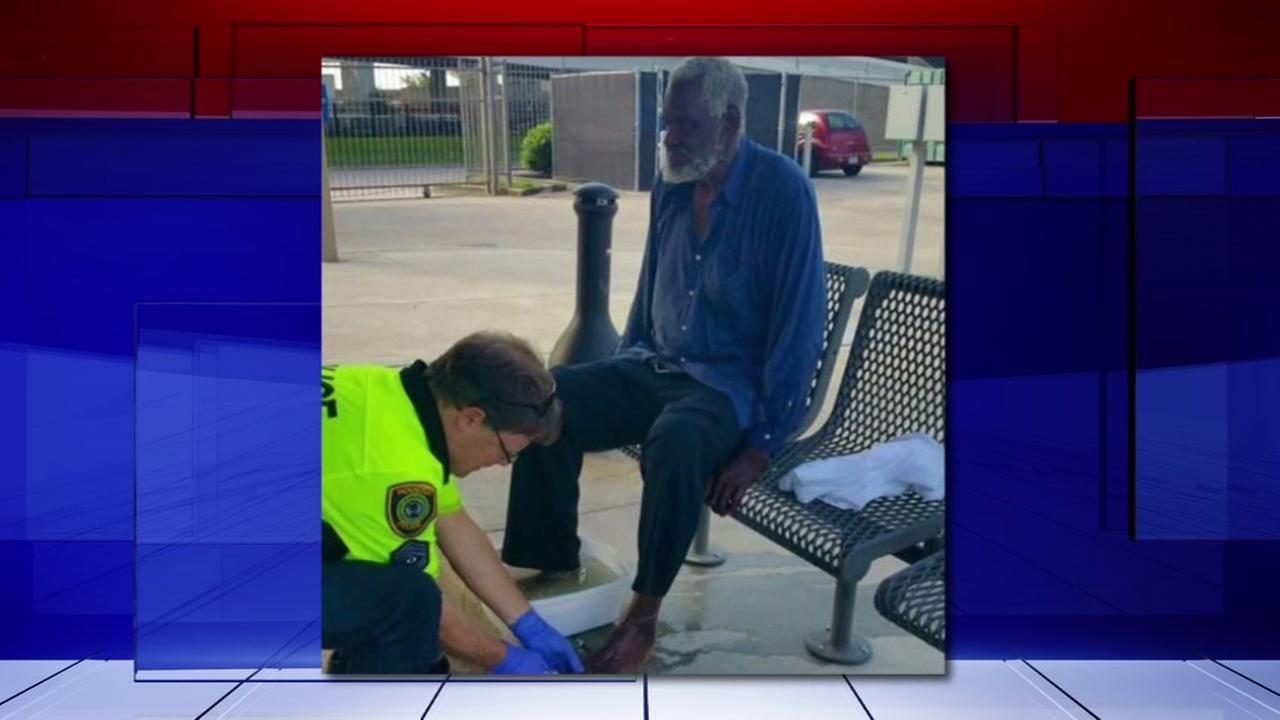 Houston cops act of kindness caught on camera