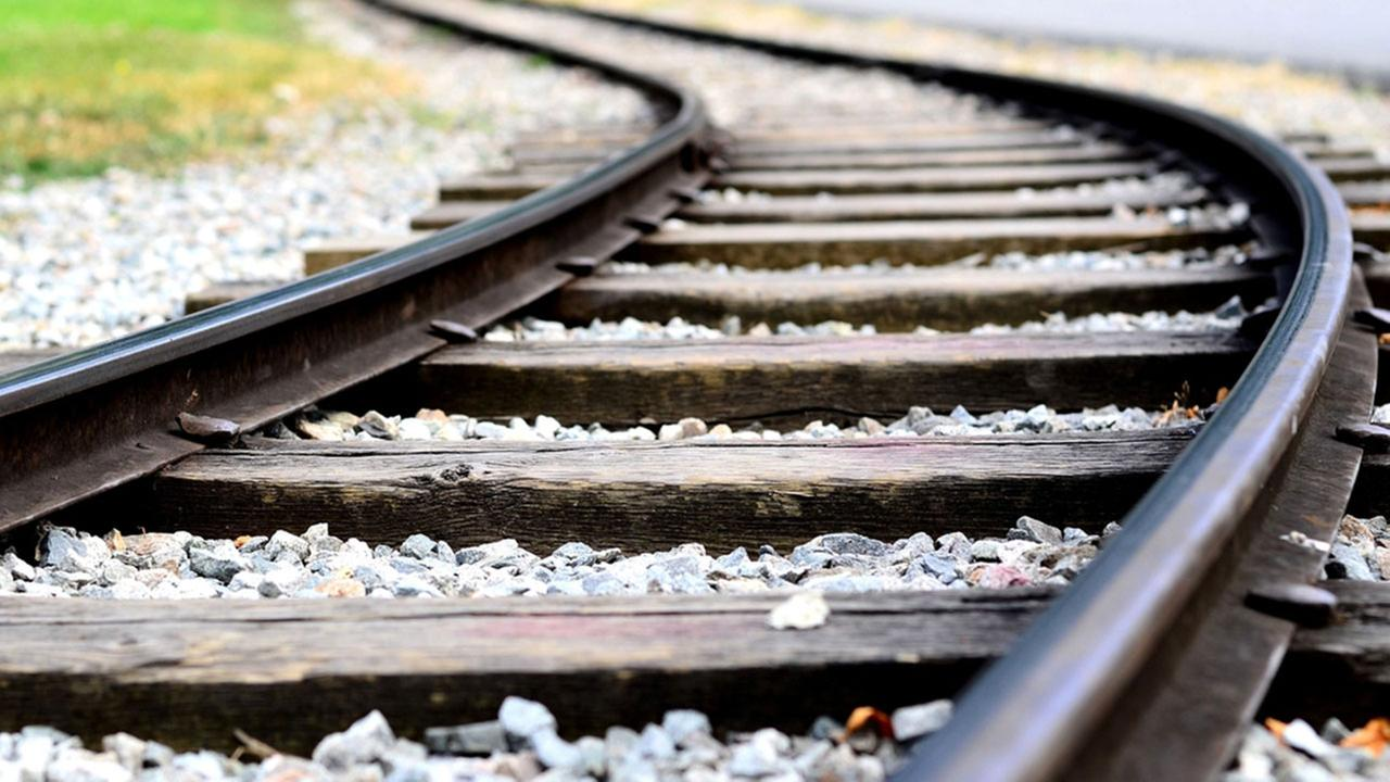 Husband tries, fails to save wife from being killed by train
