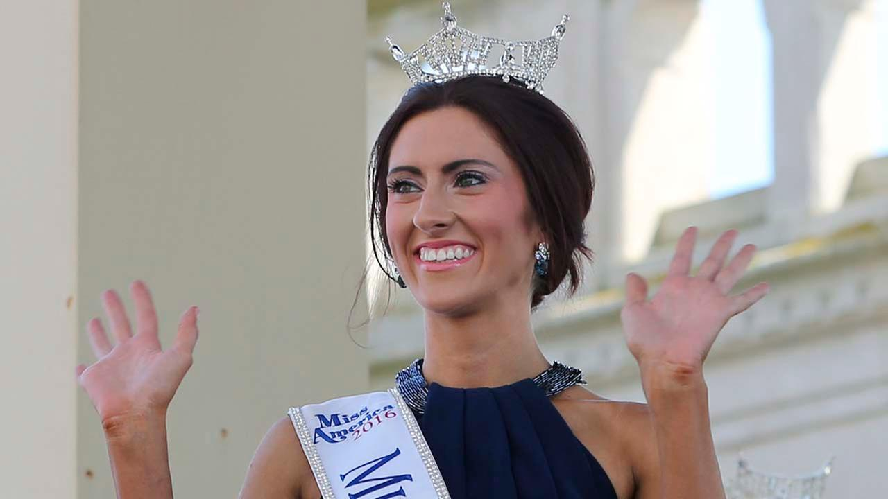 Miss Missouri, Erin OFlaherty waves as she is introduced during Miss America Pageant arrival ceremonies in Atlantic City