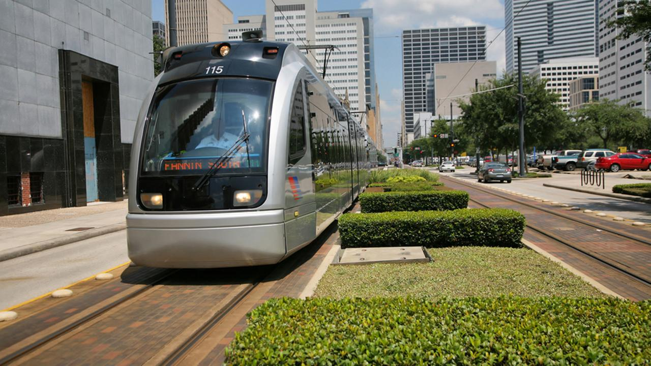 Houston middle school teaches students how to use METRO Rail