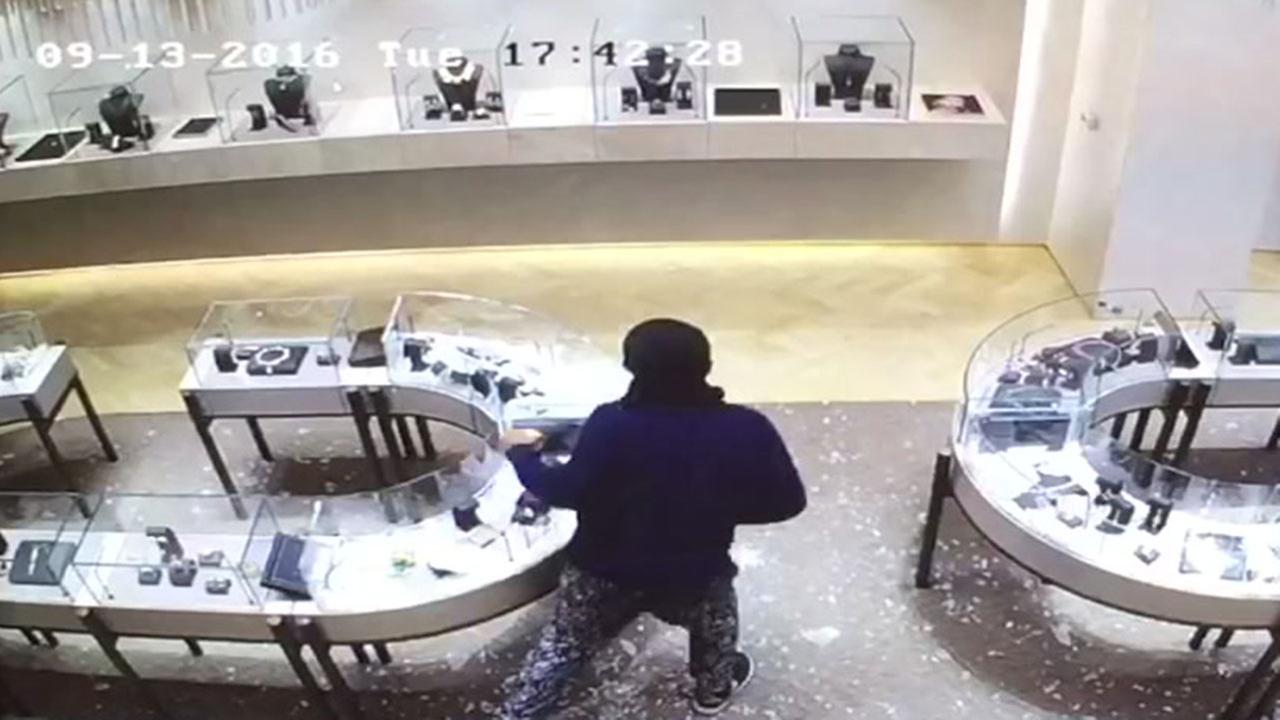 Million dollar jewelry heist caught on camera