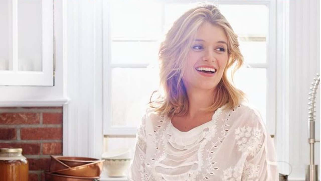 Book signing in Houston with Daphne Oz, the bestselling author and Emmy Award-winning cohost of ABCs The Chew