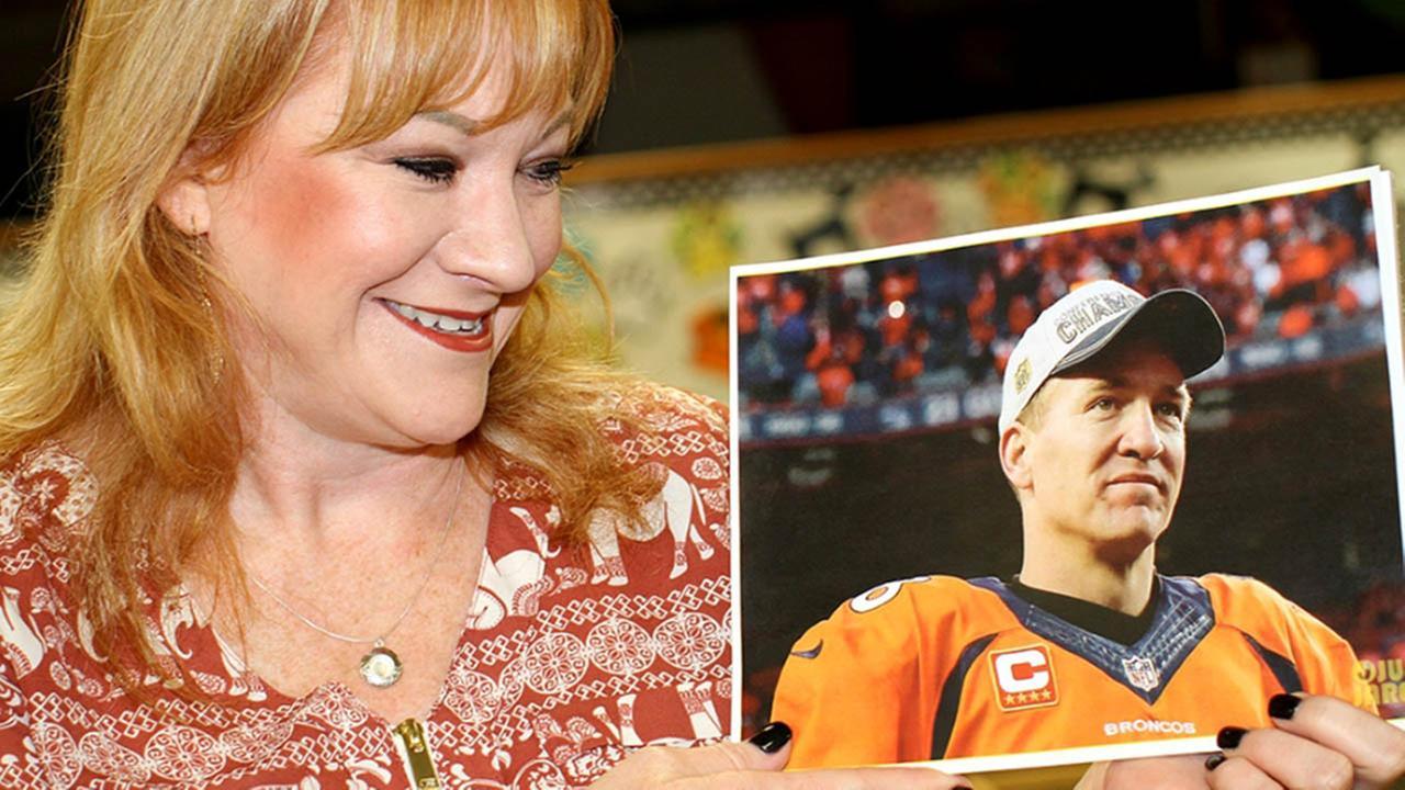 Peyton Manning surprises Texas teacher battling cancer