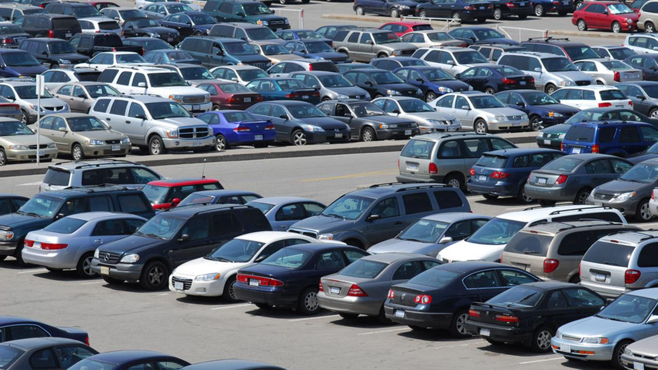 Turn to an app to find holiday mall parking