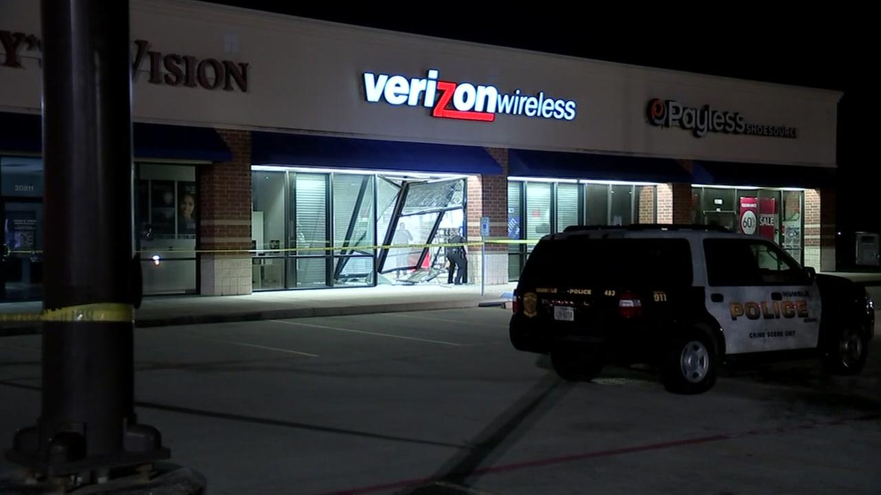 2 men arrested after Verizon store burglary, chase in Humble