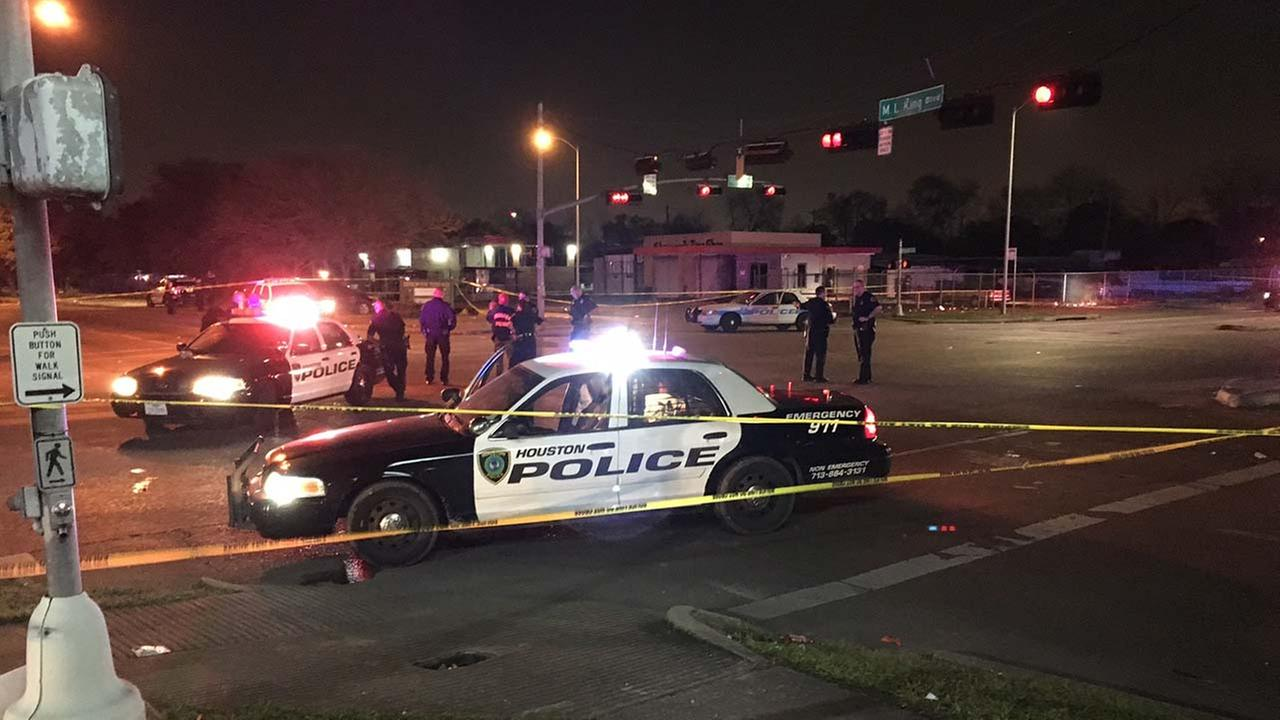 At least 3 injured in shooting in SE Houston