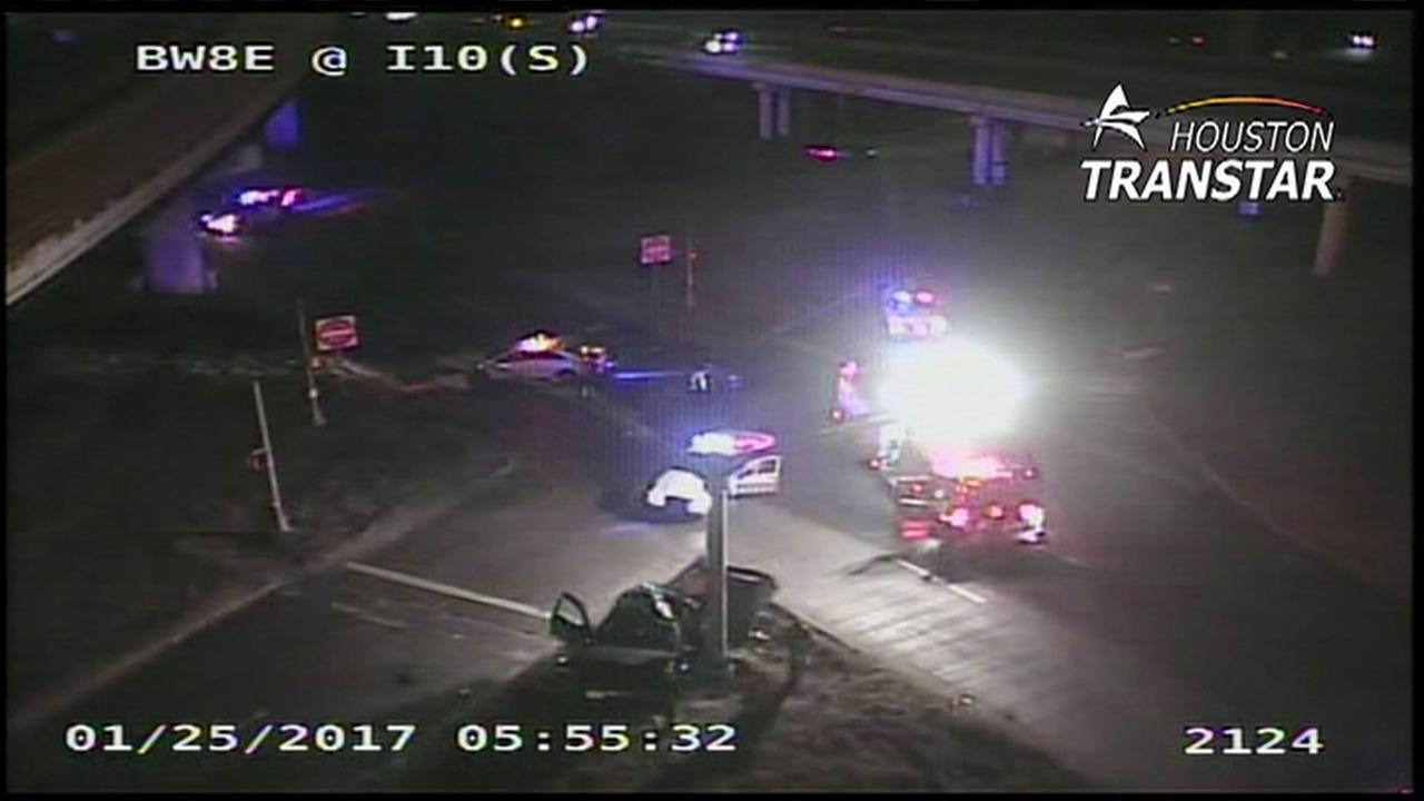 Major accident shuts down East Fwy feeder at Beltway 8