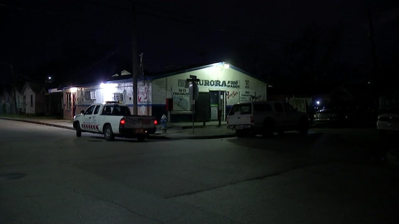 Police looking for two suspected robbers in southeast Houston