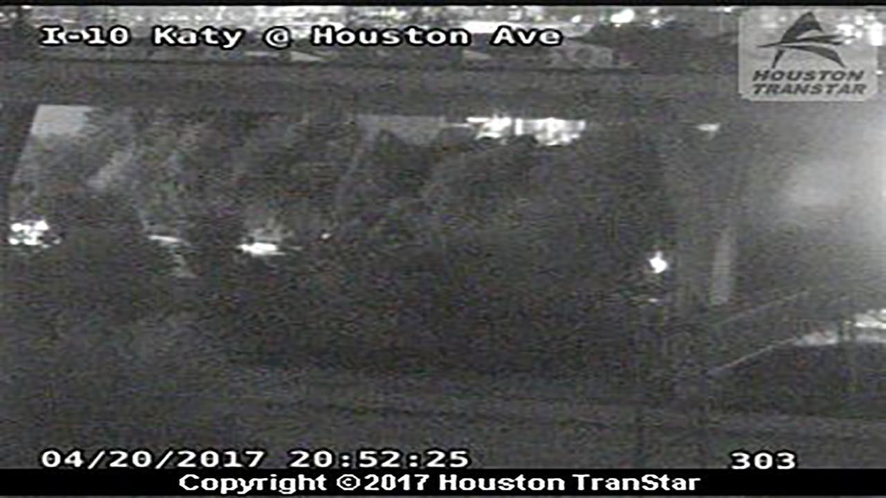 HPD: 18-wheeler hit Houston Avenue bridge on Katy Freeway
