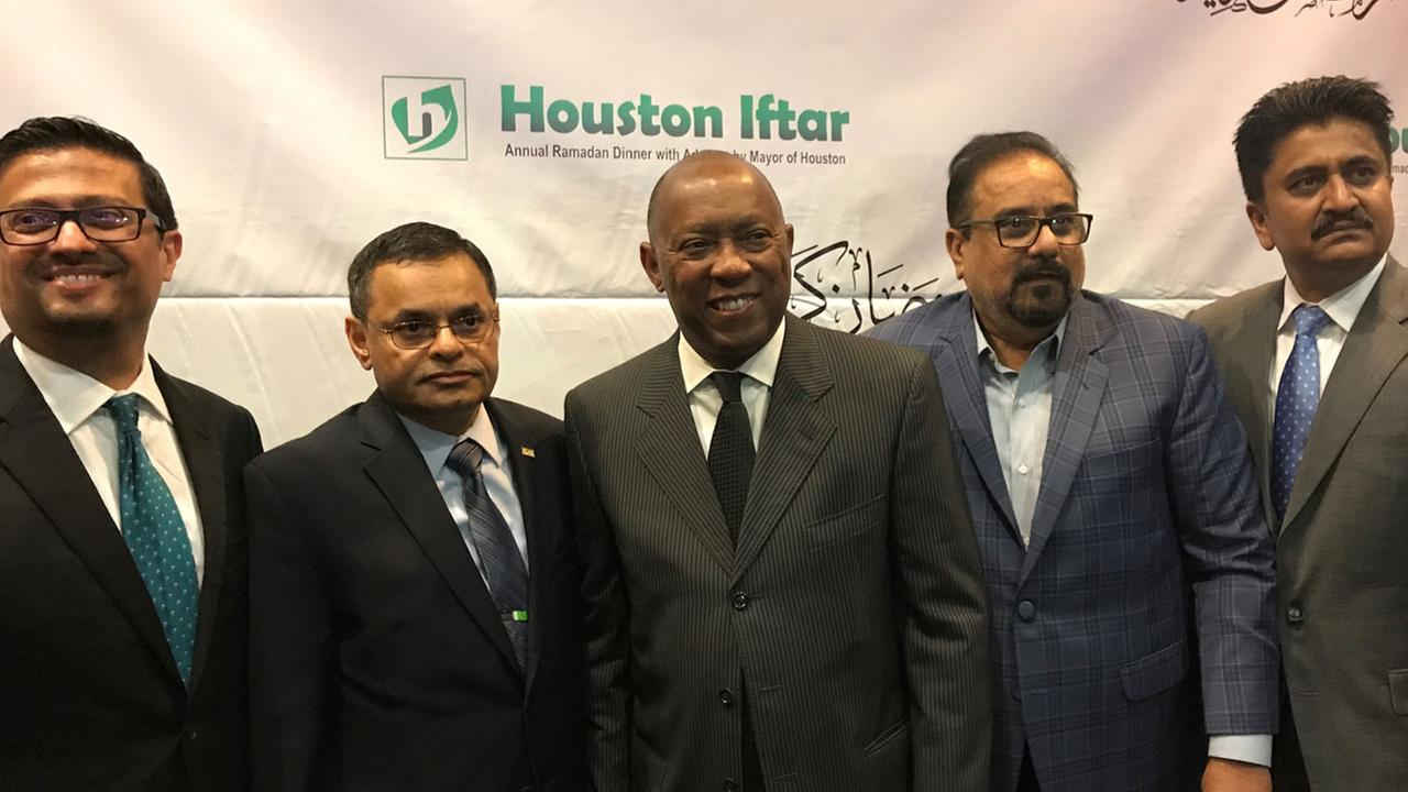 Mayor Turner attends the annual Houston Iftar Ramadan dinner