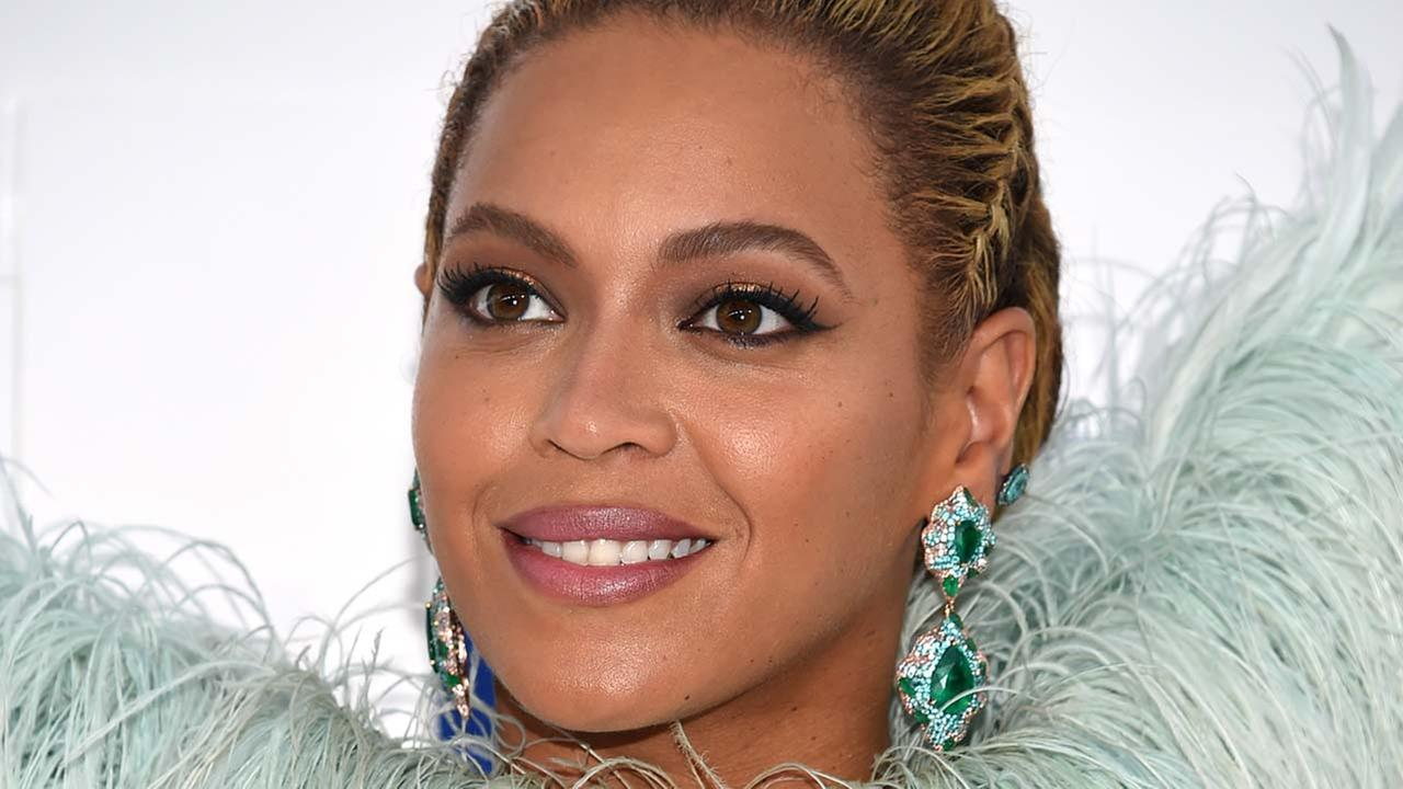 Beyonce and other celebs are dontating to Houston