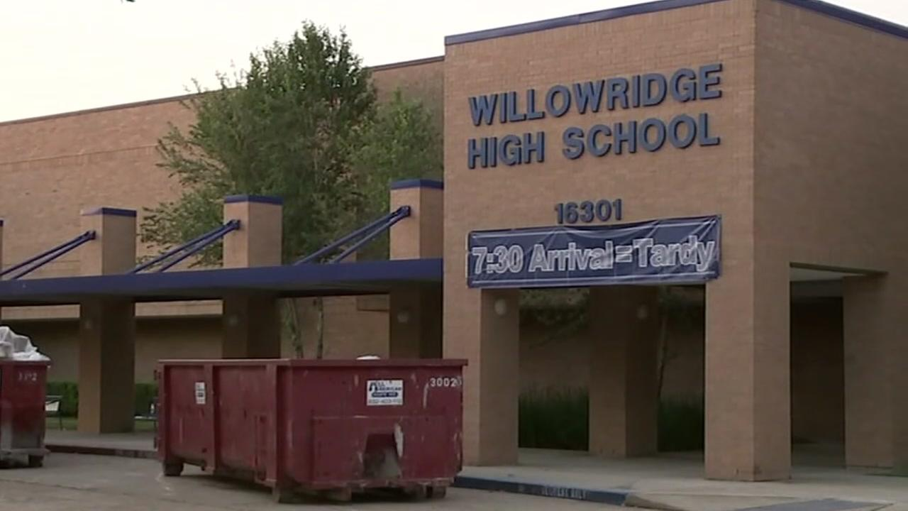 Community leaders show support for Willowridge students amid campus mold