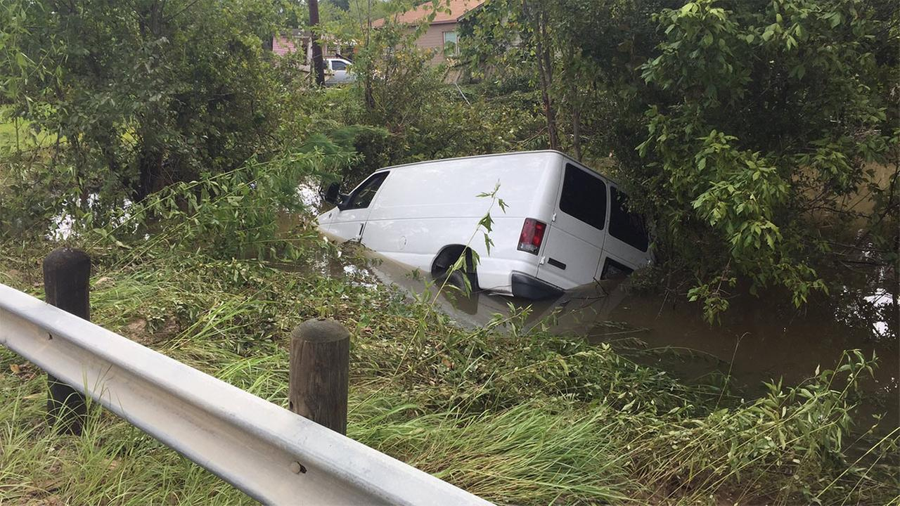 6 family members found dead in van amid Houston flood