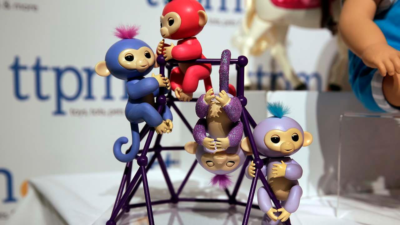 Shoppers rushing to find Fingerlings, the robotic monkeys that are one of the holiday seasons hottest toys and already hard to find, say theyve been fooled into buying fakes.