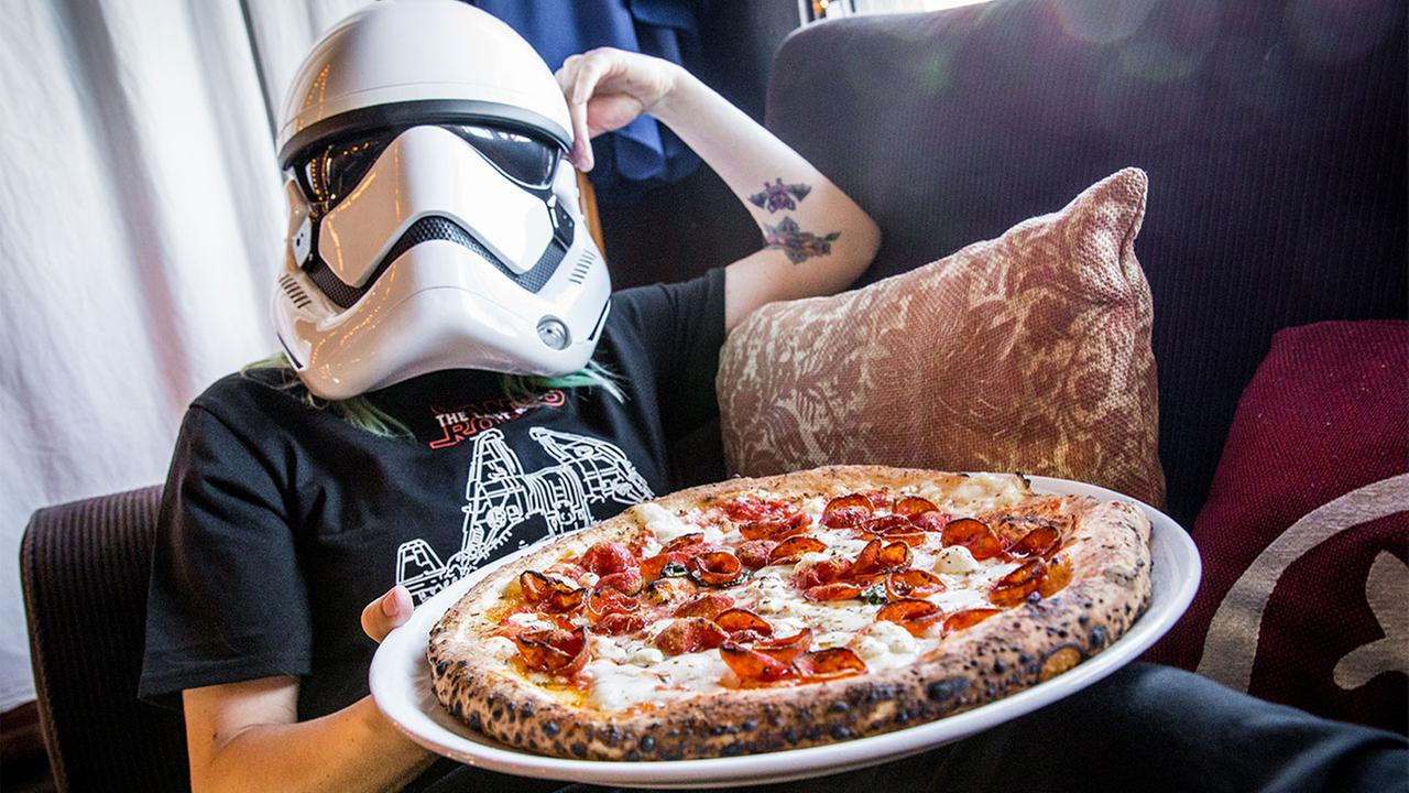 Star Wars fans, weve found the perfect pizza for you! Cane Rosso introduces the C-3PO pizza for The Last Jedi premiere.