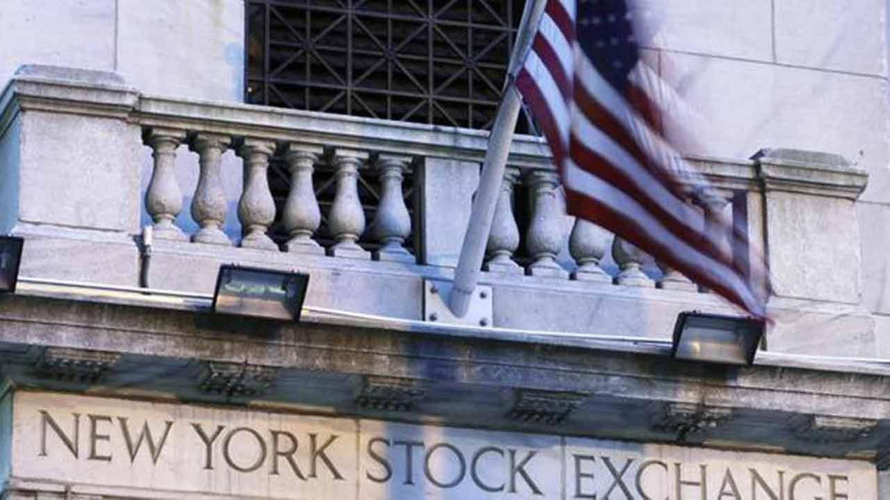 Dow closes at record high