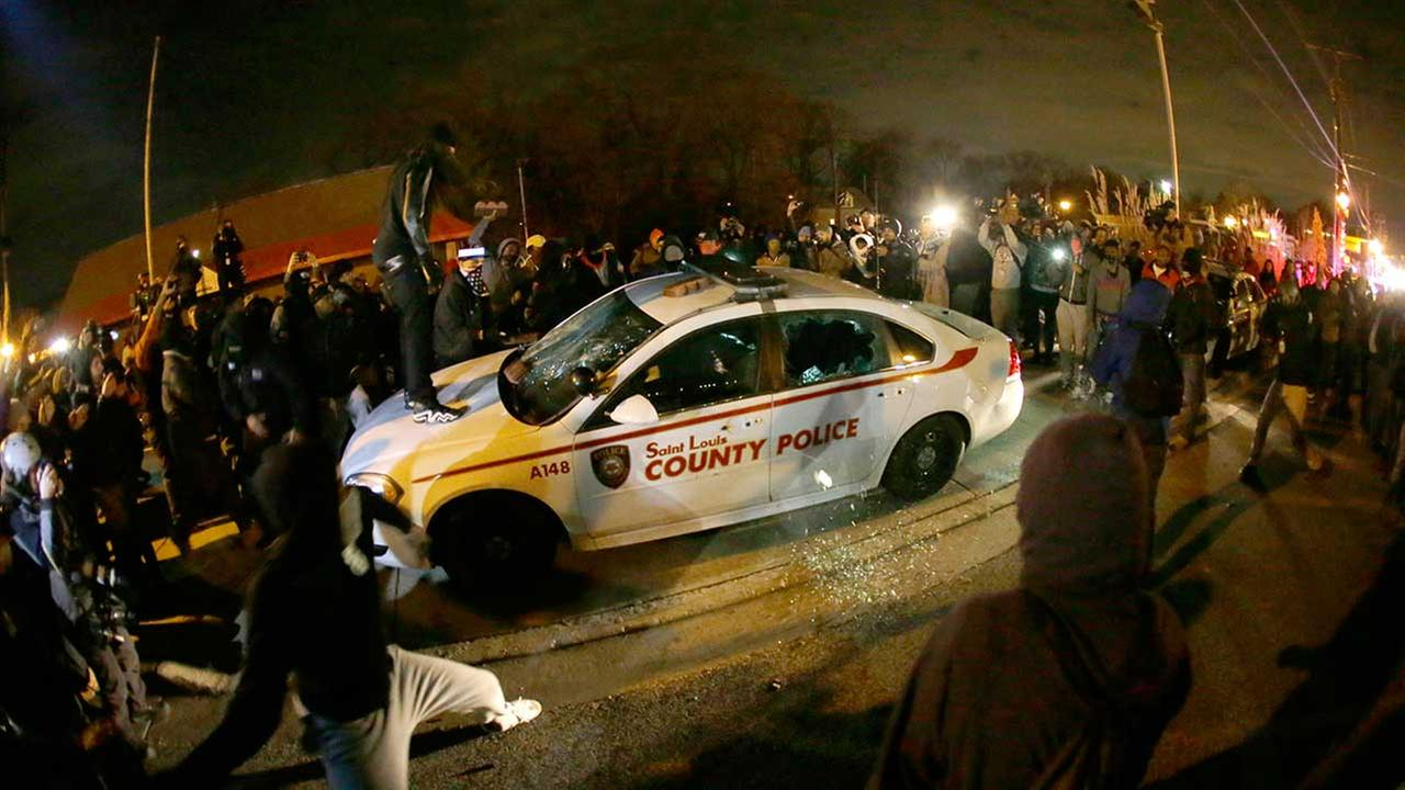 Grand jury fails to indict Ferguson officer in Michael Brown\'s death ...