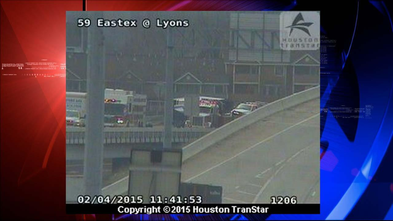 Overturned truck shuts down exit ramp on IH-10 east EB at US-59 Eastex