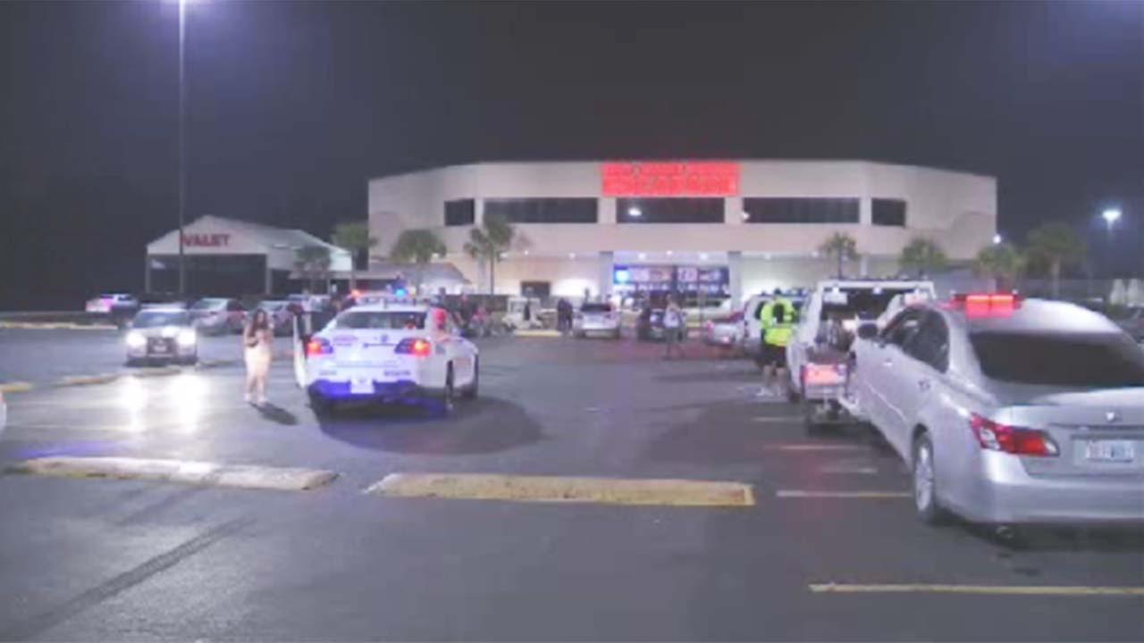 Man shot in wrist at north Harris County nightclub