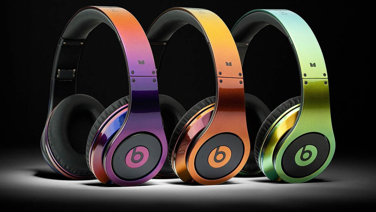 ColorWare Custom Illusion Beats by Dr. Dre Headphones. Headphones come in three iridescent colors ranging from blue to red, red to gold and gold to silver.
