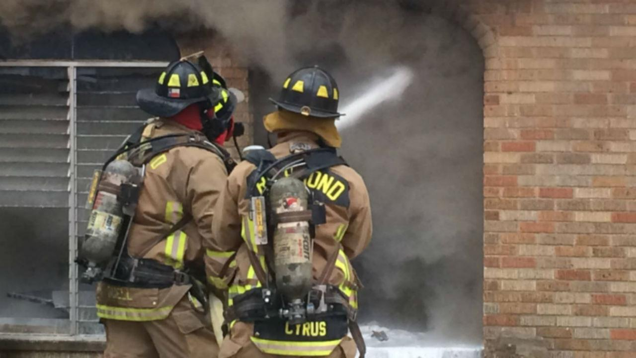 Firefighters battle deadly house fire in Rosenberg
