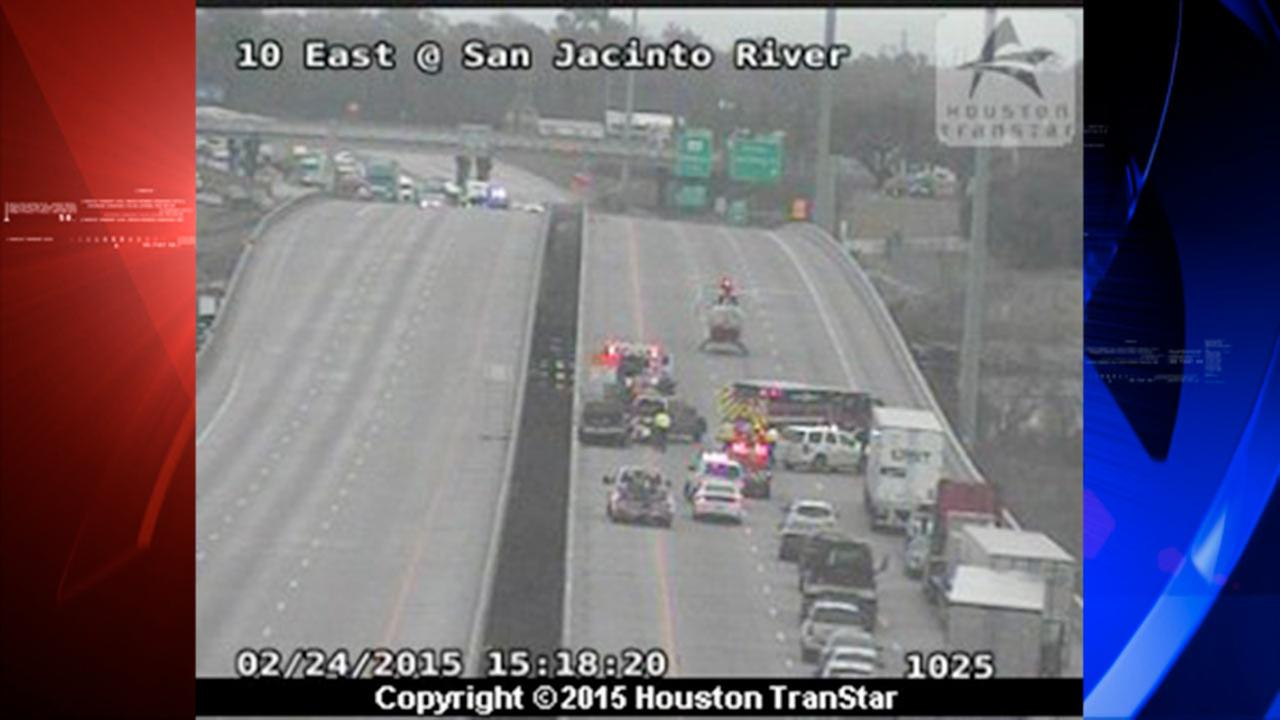 East Freeway shut down in both directions at San Jacinto River