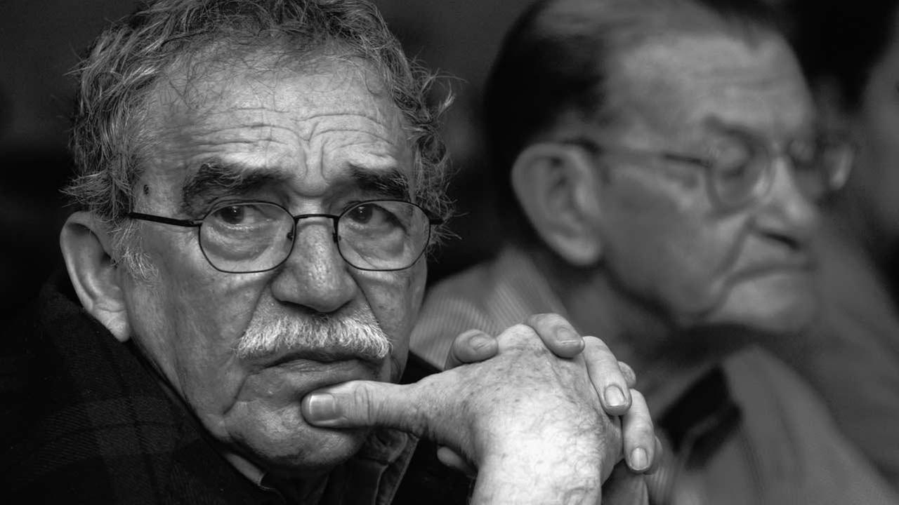 In this 2003 photo released by the Fundacion Nuevo Periodismo Iberoamericano (FNPI), Colombian Nobel laureate Gabriel Garcia Marquez, left, is seen in Monterrey, Mexico.
