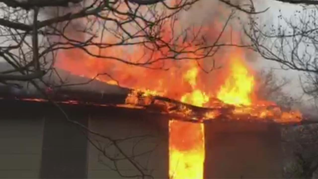 1 person burned in NW Houston house fire