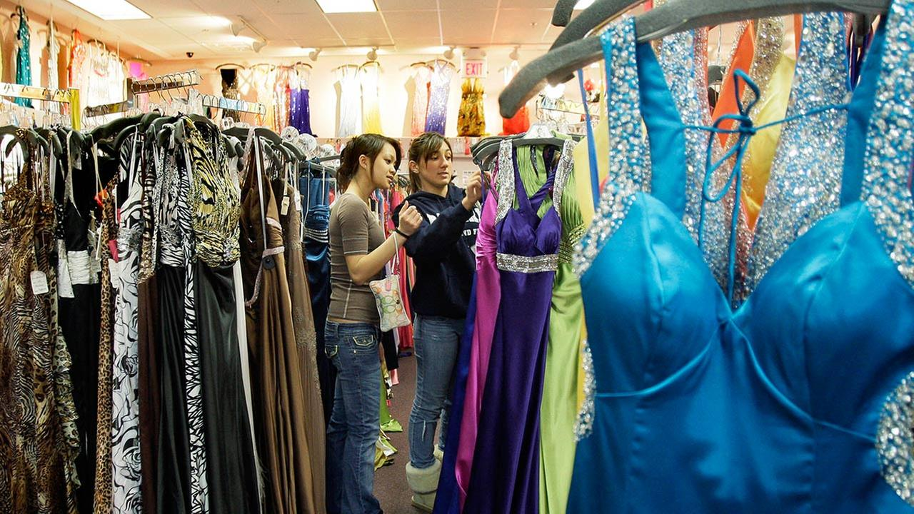 High school enacts prom dress pre-approval policy | abc13.com